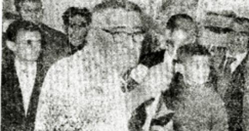 D. José Arroyo, a su lado el Mudo